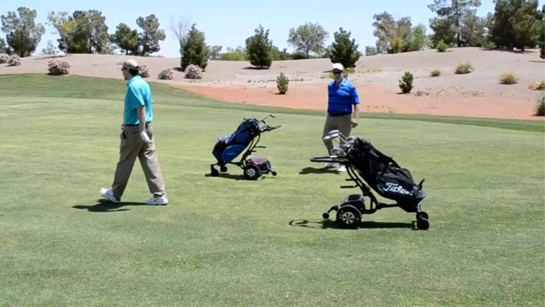 Pierwsza autonomiczna torba golfowa. Podąża za graczem po całym polu
