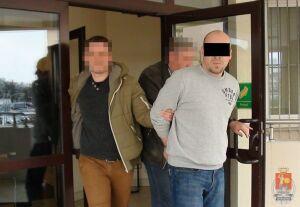 Pobili Ukraińca, ukradli mu telefon i... 3 zł. Wpadli przez ślady krwi