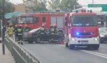 Bus i ciężarówka zderzyły się na skrzyżowaniu. Jedna osoba w szpitalu