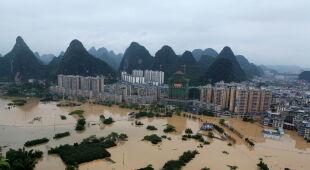 Powodzie w Chinach (PAP/EPA/Liao Ziyuan)