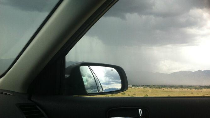 Burze, deszcz i grad utrudnią podrożowanie