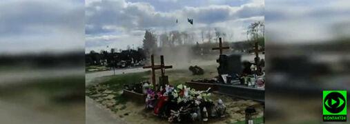 Wir pyłowy szalał na cmentarzu