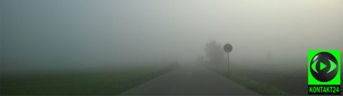 """Gęste mgły w Polsce. """"Możliwe utrudnienia w ruchu lądowym i lotniczym"""""""