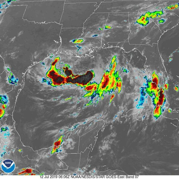 Zdjęcie satelitarne cyklonu Barry wykonane w podczerwieni - godzina 8 (NOAA)