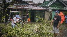 Tajfun Vongfong uderzył w Filipiny (PAP/EPA/JEROME PEDROSA)