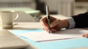 Odręczne pisanie bardziej aktywizuje mózg niż urządzenia elektroniczne