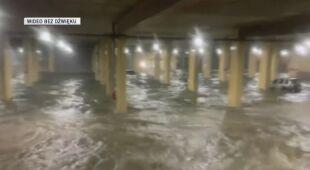 Zalany garaż podziemny budynku hoteli i kasyna w Missisipi